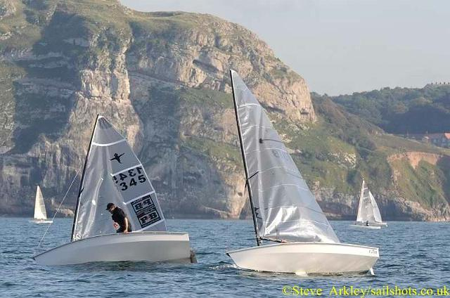 Close-tacking-leaders-race-2
